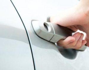 Как предотвратить провисание автомобильных дверей
